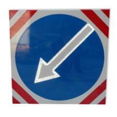 Светодиодный активный импульсный дорожный знак (импульсная стрелка) 700мм на квадрате 800x800мм